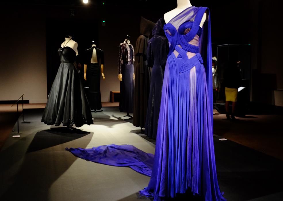 オートクチュールの展覧会のドレス