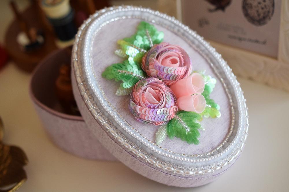 スパンコール刺繍のバラの箱