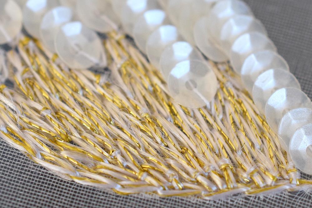 無撚糸と金糸のチェーンステッチ