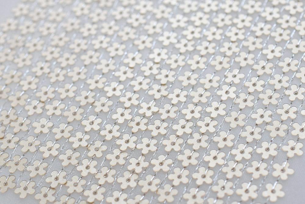 花のスパンコール刺繍