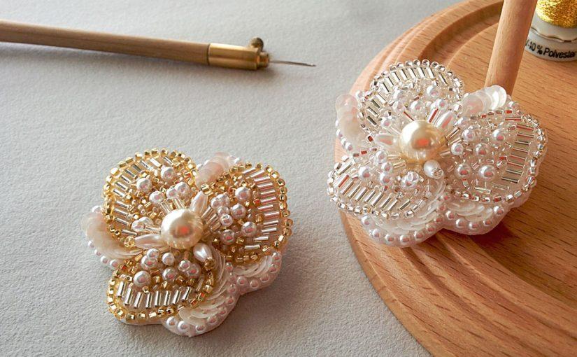 ビーズの刺繍ブローチ<br />「刺しゅうの小物&アクセサリー」掲載作品