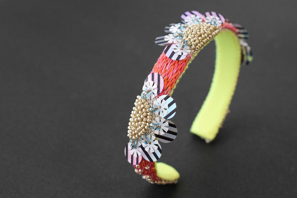 リュネビル刺繍バングル