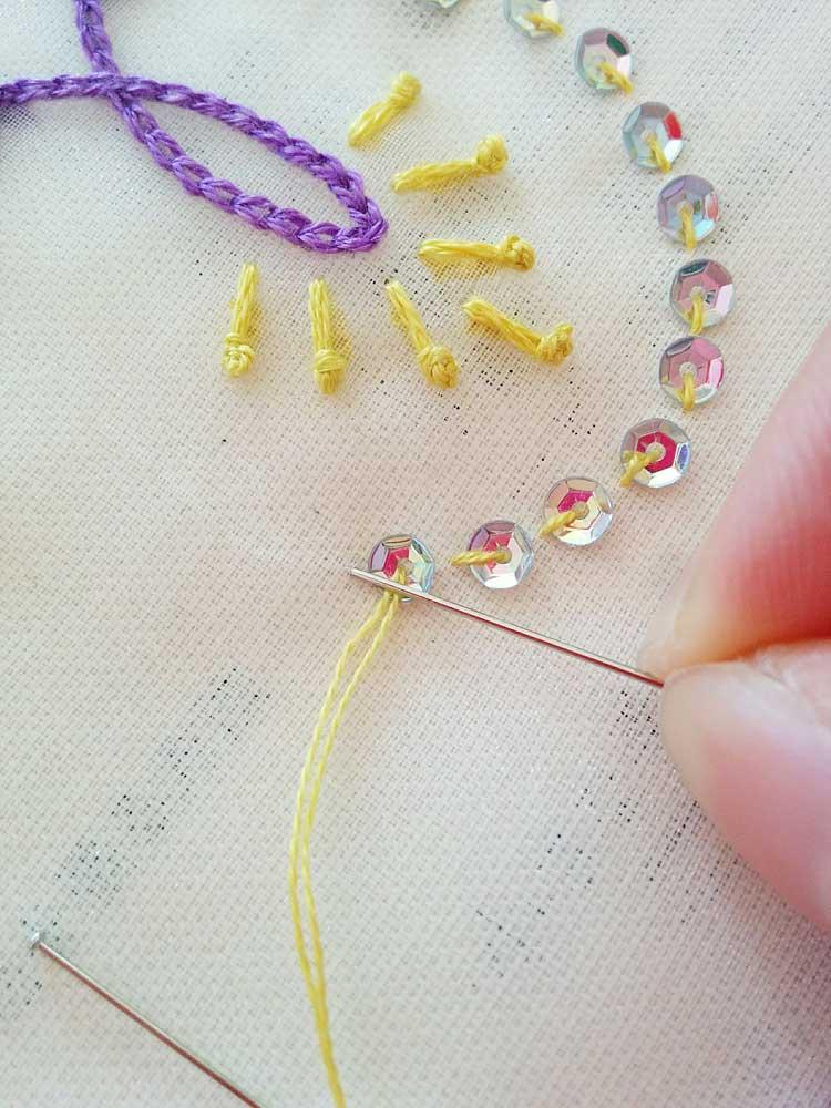 スパンコールの刺繍やり方