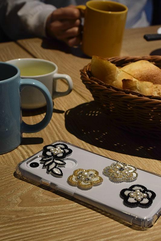 リュネビル刺繍の携帯ケース